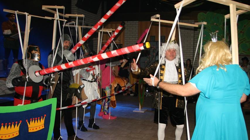 Ein Hauch von Augsburger Puppenkiste: Die Alten-Herren traten als Marionetten auf.