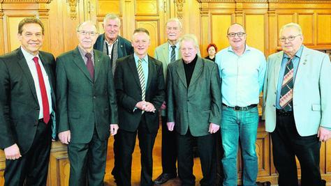 Ehrenbrief-Verleihung im Rathaus (von links): Bürgermeister Markus Braun, Willi Dahinten, Wolf Nanke, OB Thomas Jung, Detlev Held (Ehrenzeichen), Alfons Kirchner, Helmut Ell und Heinz Dürst.