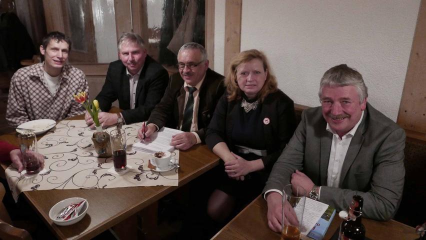 Bürgermeister Reinhard Streng, MdL Gabi Schmidt sowie UWG-Vorsitzender Helmut Reiß (v. r.) und Gemeinderat Walter Prechtel (l.) legten die Finger in manche Wunde.