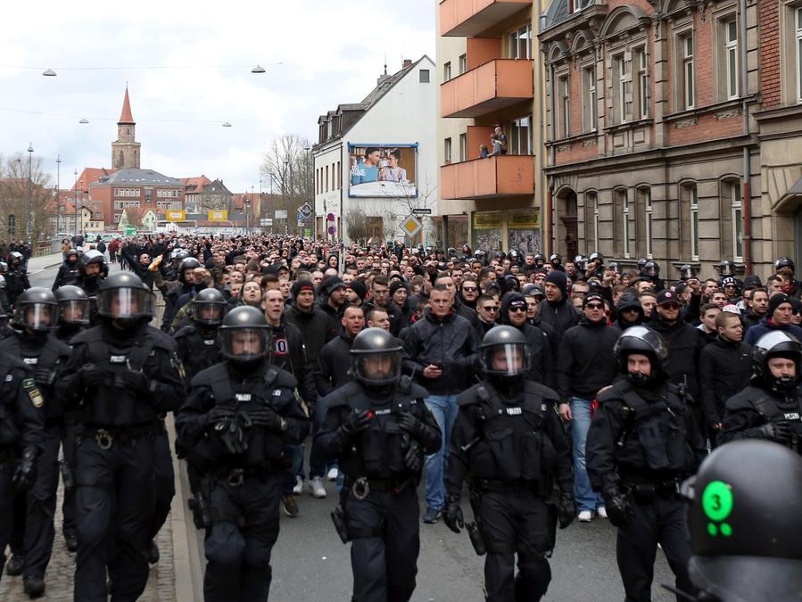 Bereits gegen die SpVgg Greuther Fürth organisierten die Clubfans einen Marsch durch die Stadt.