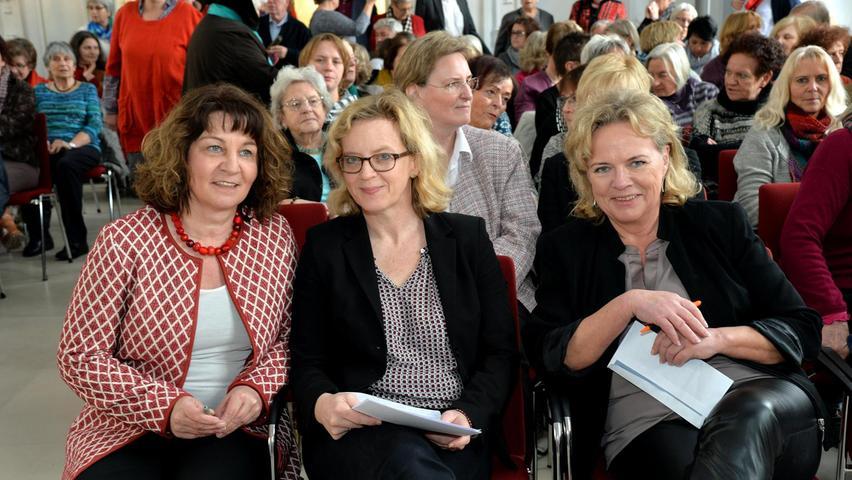 Martina Stamm-Fibich, Natascha Kohnen und Alexandra Hiersemann (v.li.) beim Frauenempfang der SPD anlässlich des internationalen Frauentages.