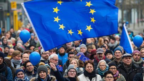"""Vorbild Frankfurt: Zum """"Pulse of Europe""""-Treffen kamen zuletzt schon 2500 Teilnehmer."""