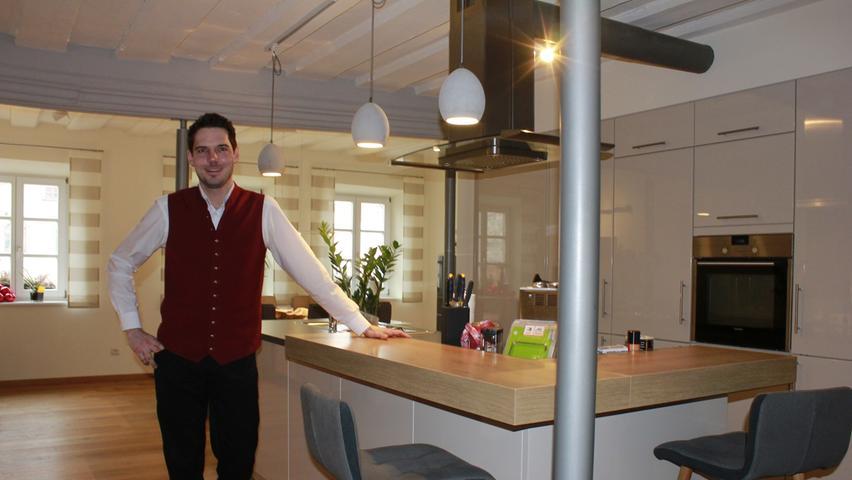 Florian Riedner, Juniorchef des Roten Ross, hat sich über der Gaststätte seine Traumwohnung eingerichtet.