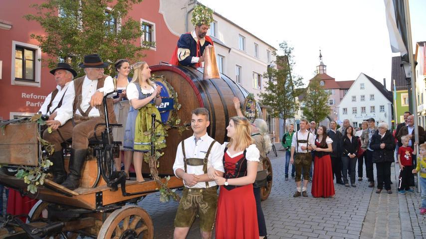 Farbenfroher Auftakt zum Heimat- und Volksfest ist der Einzug des Gambrinus auf dem Marktplatz. Einen geordneten Festzug zum Festplatz wünschte sich Stadtrat Armin Schmutterer.