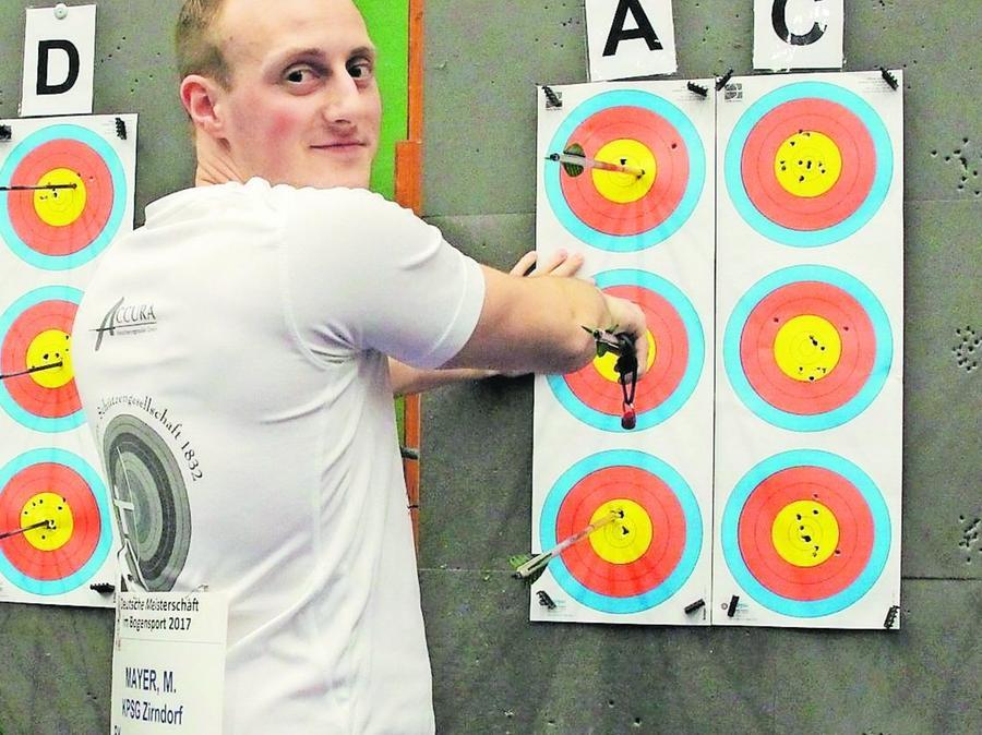 Matthias Mayer von der KpSG Zirndorf setzte 53 Pfeile in die goldgelbe Mitte der Zielscheiben bei der deutschen Meisterschaft in Hof.