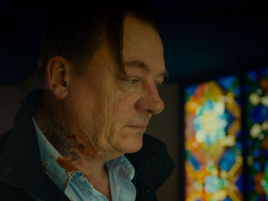 Peter Kurth als aus der Haft entlassener Doppelmörder.