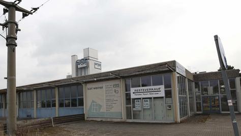 Teile der Schreinerei Werner am Ortseingang von Alt-Oberasbach werden abgerissen, hier soll Wohnraum entstehen.