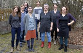 Eine Gruppe von Hebammen will in Erlangen ein Geburtshaus gründen (v. r.) Tina Ellger, Johanna Huber, Marlene Pehl, (hinten, links), Katharina Rost, Jessica Boadi, Elisabeth Örnek und Judith Boier.