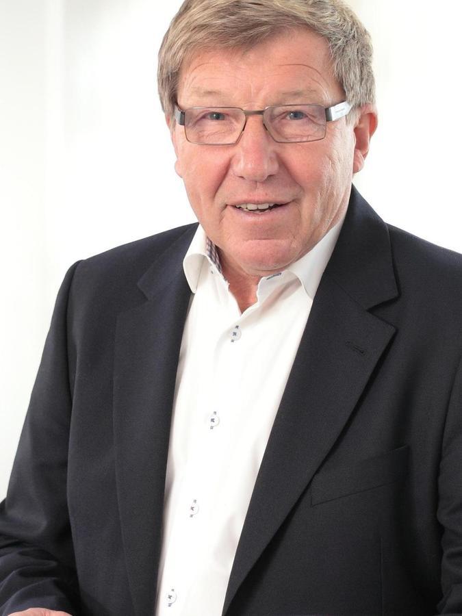 Heute: Der 75-Jährige lebt seit seinem Wechsel zu den Kickers in Stuttgart.