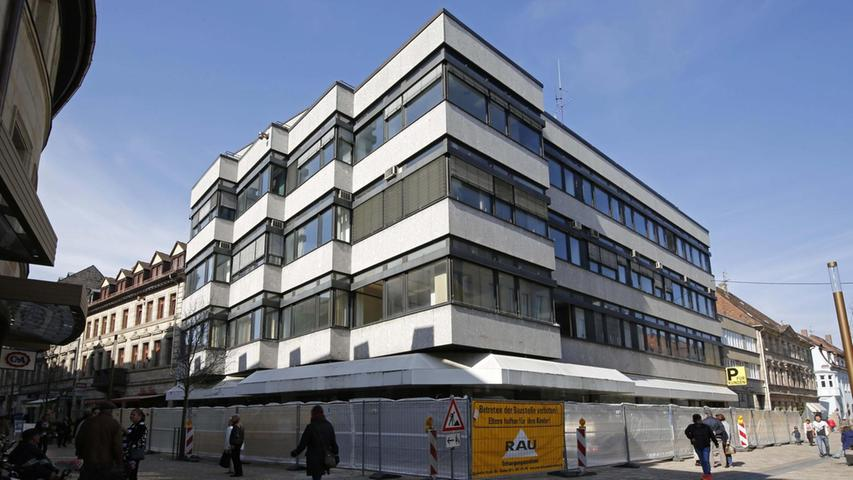 Im Herbst 2014 zog die Commerzbank aus, seitdem steht das Gebäude leer. Das soll sich in nicht allzu ferner Zukunft ändern.