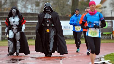 Auch Darth Vader lief beim Down-Syndrom-Marathon mit - für einen guten Zweck.