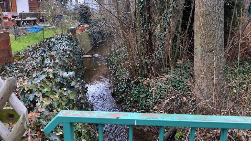 Der Eltersdorfer Bach, der auch Hutgraben heißt, tritt bei Starkregen schon mal über die Ufer. Er ist allerdings stark eingeengt und müsste einmal gesäubert werden.