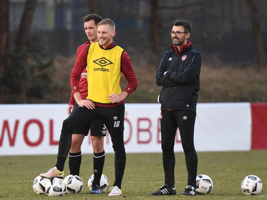 Auf den zuletzt gelb-gesperrten Abräumer Hanno Behrens (links, im gelben Leibchen) will Coach Michael Köllner (rechts) in Berlin nicht verzichten.