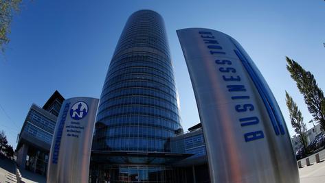 Die Nürnberger Versicherung auf dem Weg in die Zukunft: Vorstandschef Armin Zitzmann setzt auf Technik.