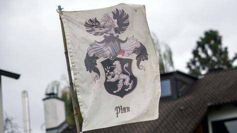 """""""Reichsbürger"""" erkennen die staatliche Ordnung in Deutschland und Entscheidungen wie Gerichtsurteile oder Steuerforderungen nicht an."""