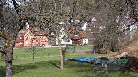 Das im Augenblick etwas trostlose Umfeld des Kneippbeckens soll attraktiver und zu einem Park umgestaltet werden.