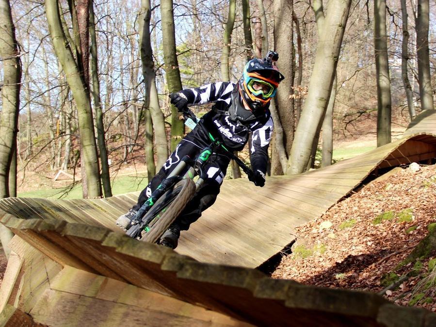 Hervorragender Saisonstart im Bikepark Osternohe: Bei der frühen Eröffnung kamen Biker aus allen Richtungen angereist und genossen das Frühlingswetter.