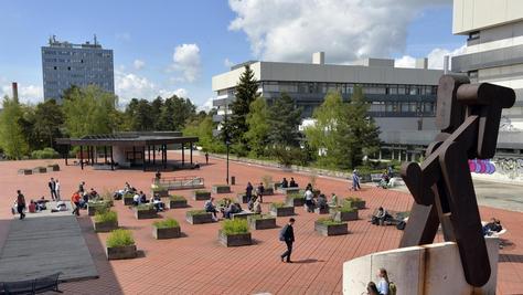 Die Debatte um den geplanten Teil-Umzug der Technischen Fakultät reißt nicht ab. Nun stellte sich heraus: Statt 28 Standorten gibt es nur neun, darunter befinden sich fünf (wie das Südgelände auf unserem Bild) in Erlangen.