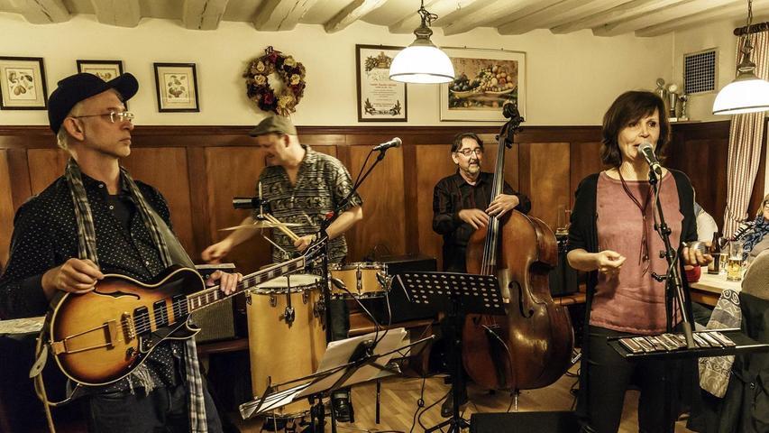 """A Pocketful of Blues"": Peter Pelzner, Horst Faigle, Jonny Pickl und Christine ""Chrissie the Cat"" von Bieren (v. li.)."