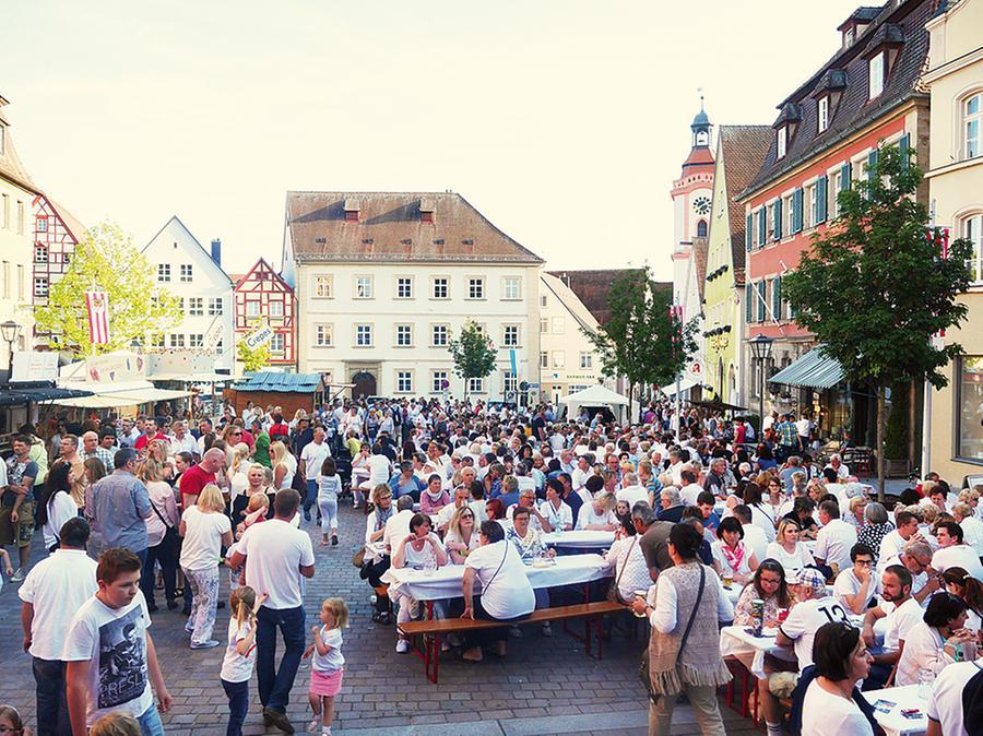 Die Weiße Nacht auf dem Marktplatz.