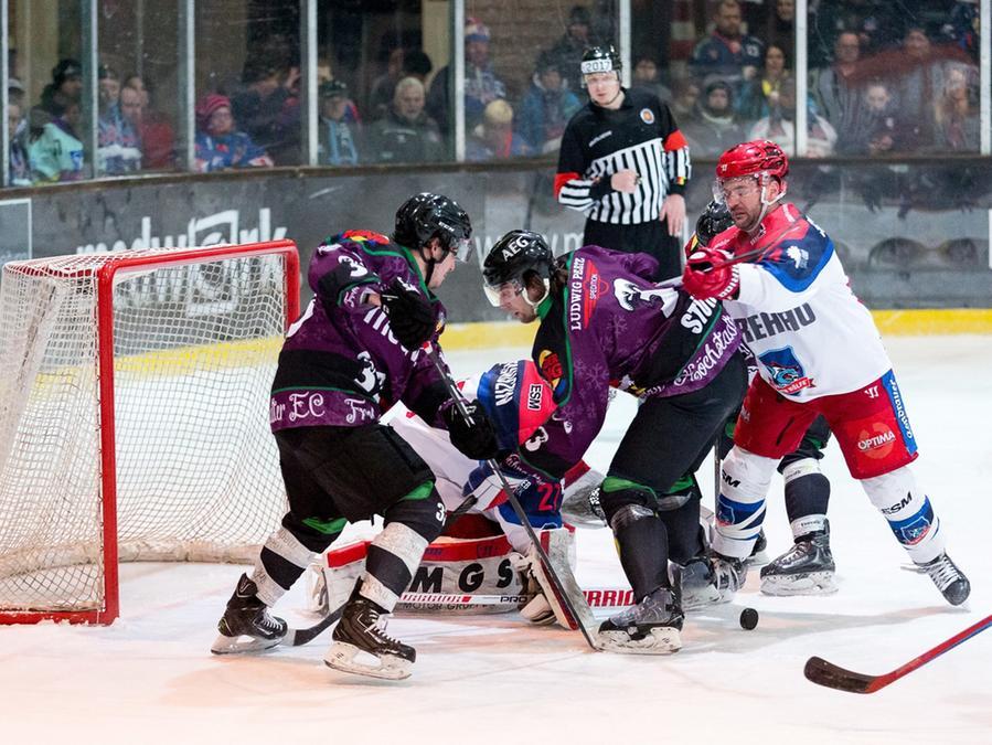 Hier eine Szene aus dem Spiel der Höchstadt Alligators (violett) gegen die Selber Wölfe.