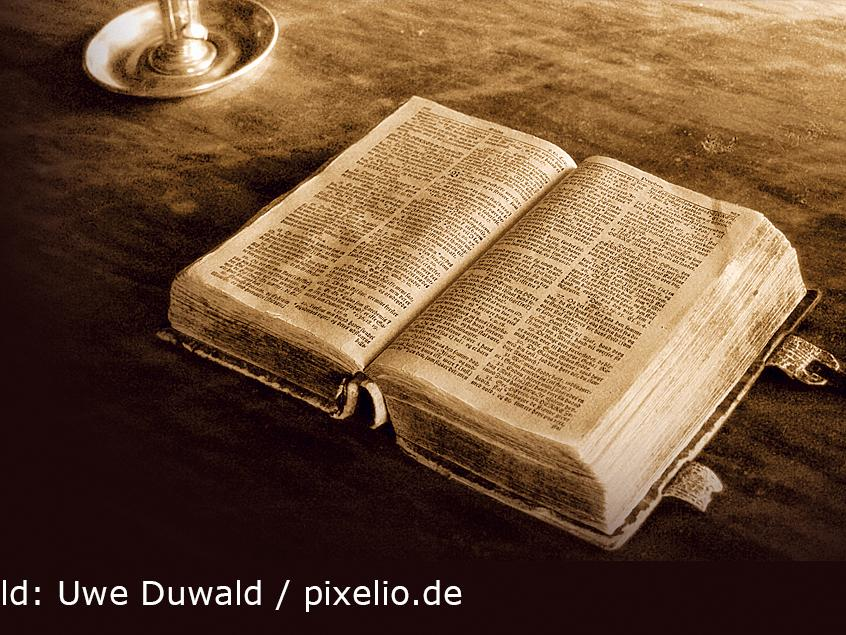 Ehemaliger Landesbischof spricht bei seinem Besuch in Weißenburg über die Neuübersetzung der Lutherbibel, die zum Reformationsjahr von der Deutschen Bibelgesellschaft  herausgegeben wurde.
