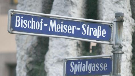 Straßennamen verweisen auch auf umstrittene Persönlichkeiten. Bereits umbenannt wurde die ehemalige Bischof-Meiser-Straße.
