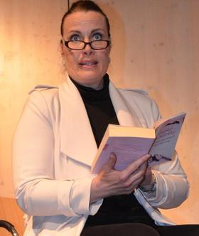 """Las aus """"Mondscheintarif"""": Schauspielerin Tina-Nicole Kaiser."""