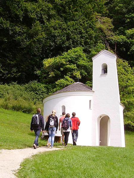 Die Gunthildiskapelle im Schambachtal.