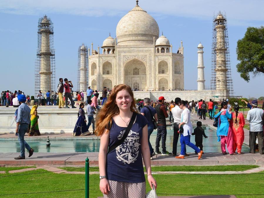 Auf ihrer Reise nach Indien hatte Ellen auch Gelegenheit, einige Sehenswürdigkeiten wie zum Beispiel das Grabdankmal Taj Mahal zu besichtigen.