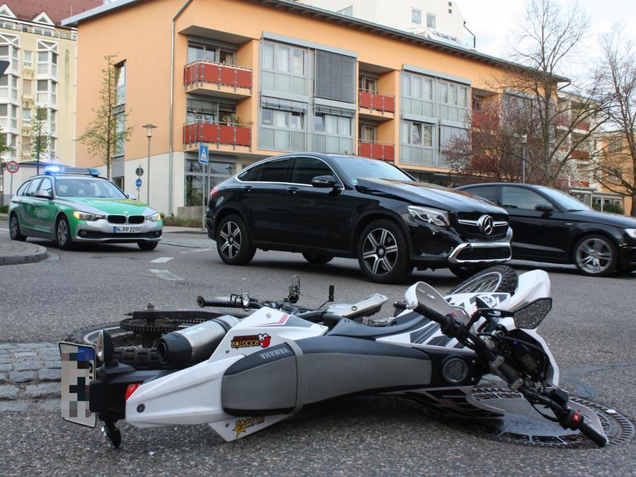 Die Motorradsaison hat gerade erst begonnen, schon gab es im Kreisverkehr am Burkhard-von-Seckendorff-Heim in Gunzenhausen den ersten Unfall.