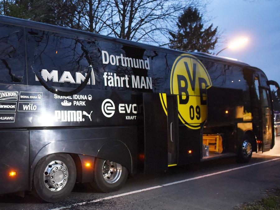 Zehn Tage nach dem Anschlag auf den Mannschaftsbus von Borussia Dortmund hat die Polizei einen Tatverdächtigen festgenommen.