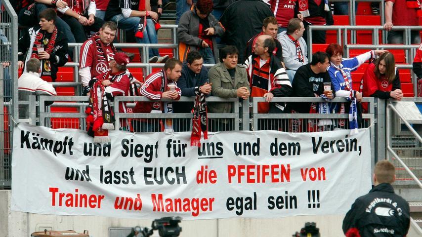 """Der Trainer und der Manager, die 2010 als """"Pfeifen"""" bezeichnet wurden, sind längst Geschichte. Der Tonfall im Internet ist meist noch rauer."""