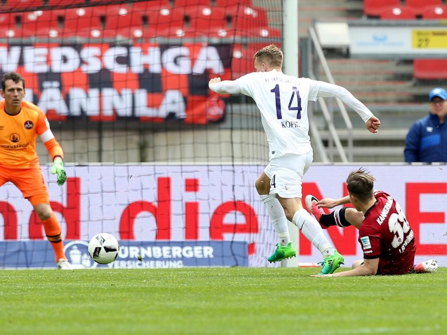 Rot für Raitenbuch: Nach diesem Foul musste Patrick Kammerbauer gegen Aue vom Feld.