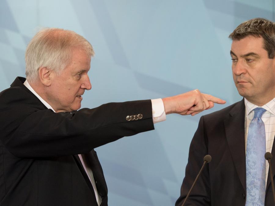 """Lass das mal den Papa machen: Ministerpräsident Horst Seehofer kümmert sich nun höchstpersönlich um die """"TechFak""""."""