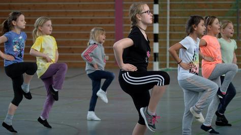 Bei den ersten Übungseinheiten der Jugendgarde sind die Mädchen im Alter von sieben bis zehn Jahren mit reichlich Spaß und Eifer dabei.