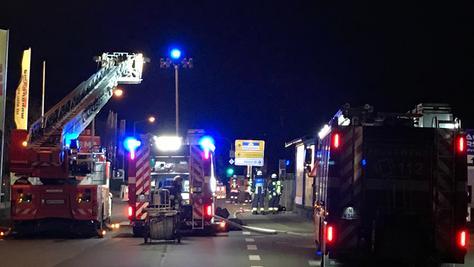 Die Feuerwehr am Einsatzort. In Steinach mussten Bewohner evakuiert werden, nachdem eine Hochdruckgasleitung beschädigt wurde.