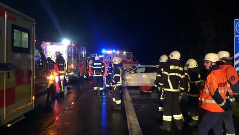 Bei einem Unfall auf der A9, nahe der Ausfahrt Allersberg, wurden am Dienstagabend vier Personen verletzt.