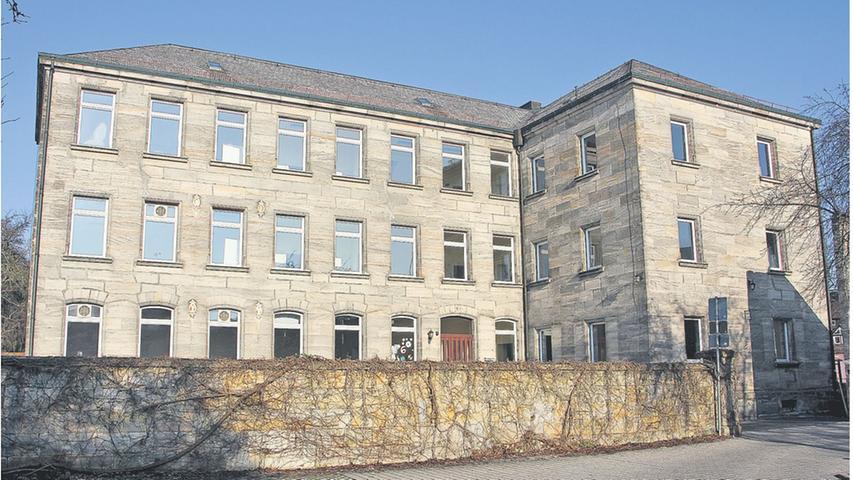Das historische Gemeindehaus in Altdorf bekommt einen modernen Anbau, der im Juli eröffnet werden soll.