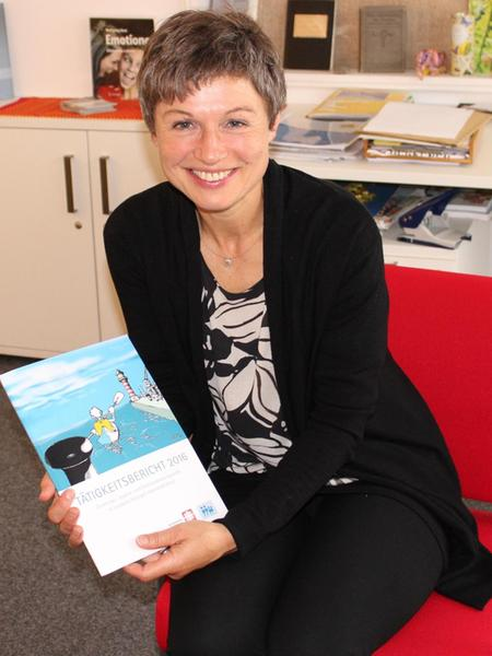 Simone Steiner präsentiert den Tätigkeitsbericht 2016 der Erziehungsberatungsstelle.
