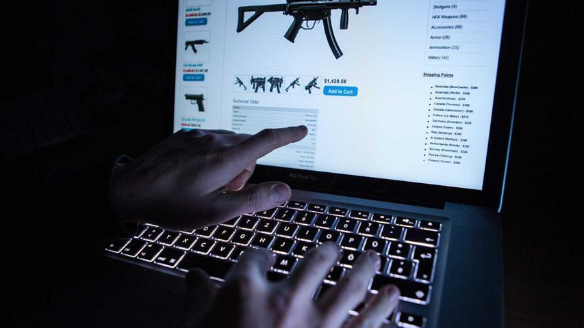 Waffen, Drogen, Kinderpornographie - im Darknet kommen Kriminelle an allerlei schlimme Sachen. In Ländern mit Zensur können sich allerdings auch Oppositionelle über diesen Teil des Internets vernetzen.