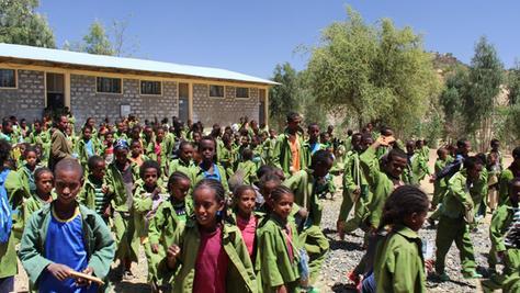 Sie dürfen sich bald über ein tägliches warmes Essen nach dem Unterricht freuen: Die Jungen und Mädchen der Hawelti-Schule im äthiopischen Aksum.