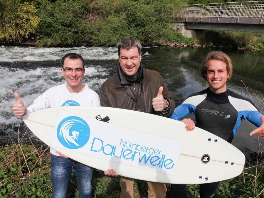 Roland Ammon, Markus Söder und Surfer/Kite-Surfer Fiede Bausewein berichteten über den aktuellen Stand des Projekts.