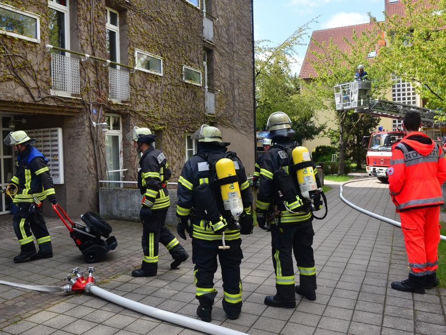 Ein Feuer in einem Wohnheim an der Haagstraße hat einen Großeinsatz von Feuerwehr, Rettungsdienst und Polizei ausgelöst.
