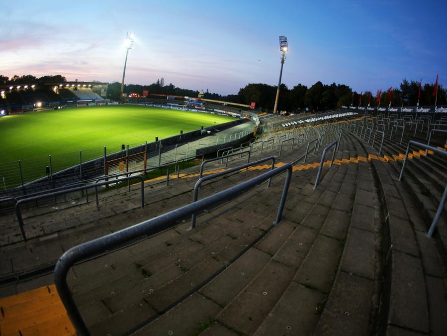 """Das """"Bölle"""" als Belastung: Darmstadts altehrwürdiges Stadion könnte für den ortsansässigen Verein zum Problem werden."""