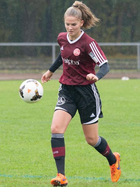 Die Rotherin Eva Otzelberger im Dress der U 17-Jugend des 1. FC Nürnberg. Im Sommer will sie sich bei den Damen beweisen.