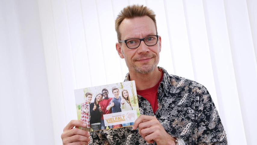 """Helge Höpnner setzt mit dem Projekt """"Demokratie und Vielfalt"""" Zeichen."""
