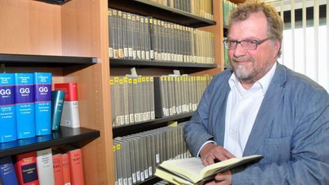 Der Regensburger Rechtsprofessor Dr. Gerrit Manssen spricht sich für Informationsfreiheitssatzungen in den Kommunen aus.
