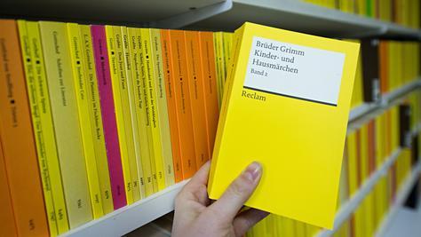 Hinter der Marke Reclam standen lange zwei Verlagshäuser - eins in Leipzig, eins in Stuttgart - die weder miteinander arbeiteten noch miteinander kommunizierten.