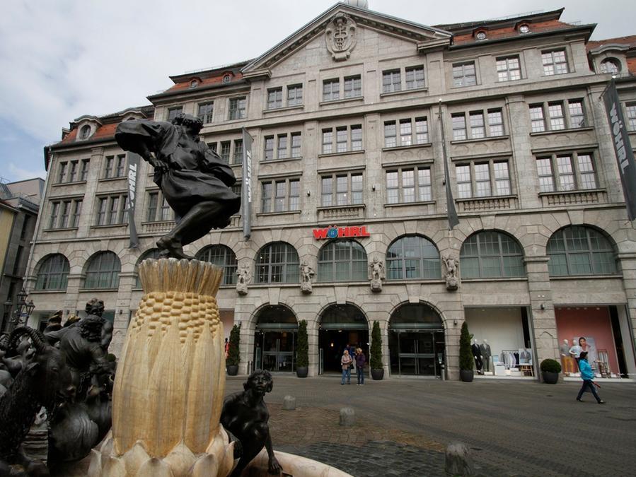 Das Treffen der Gläubiger des angeschlagenen Textilunternehmens Wöhrl am Montag fällt ins Wasser.